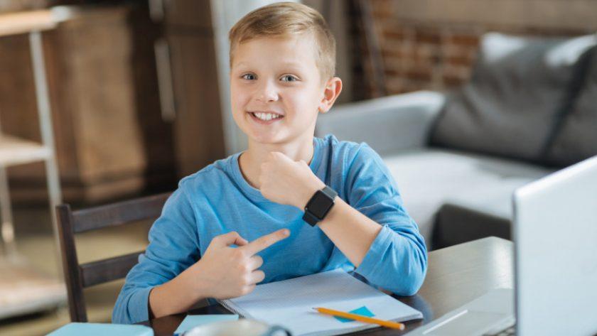 De opkomst van de smartwatch is enorm. Waar we in 2020 her en der al mensen met een smartwatch zagen, zie ik nu meer mensen die er wel een hebben dan niet. In deze blog lees je meer over wat een smartwatch is en hoe je hem gebruikt.