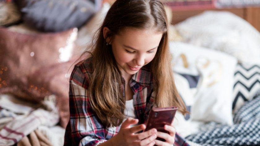 Vanaf welke leeftijd is je kind toe aan een smartphone. Om maar meteen met de deur in huis te vallen: hier is geen eenduidig antwoord op.